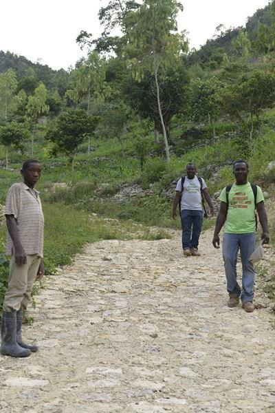 Une partie de la route de Jacmel à Michineau, financée par AVSF (2).jpg