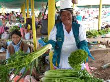 Un marché paysan au cœur de Cuzco au Pérou Vignette