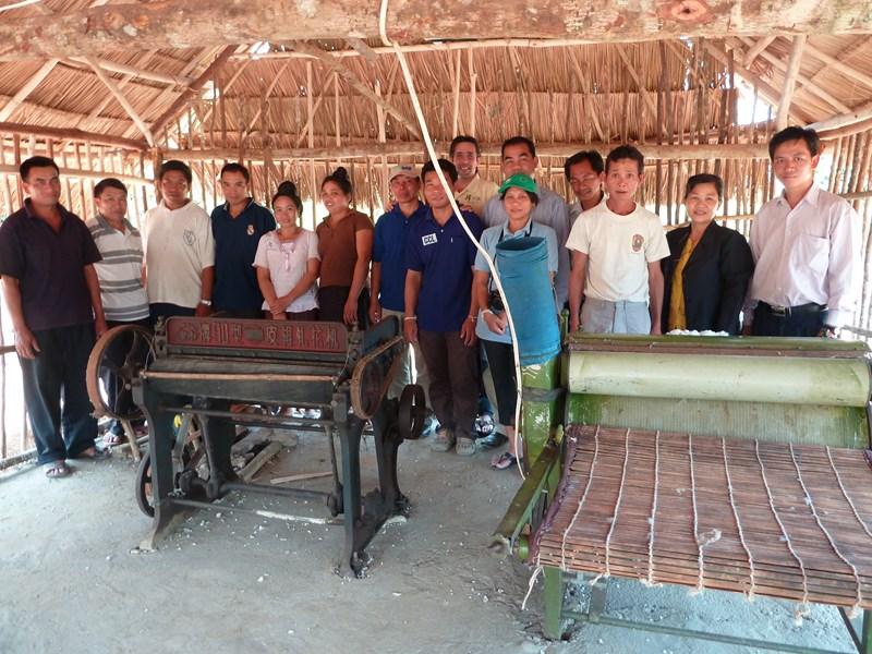 Egreneuse_Cardeuse-Coton_Laos_Oudmxai_FredericApollin_2013.JPG